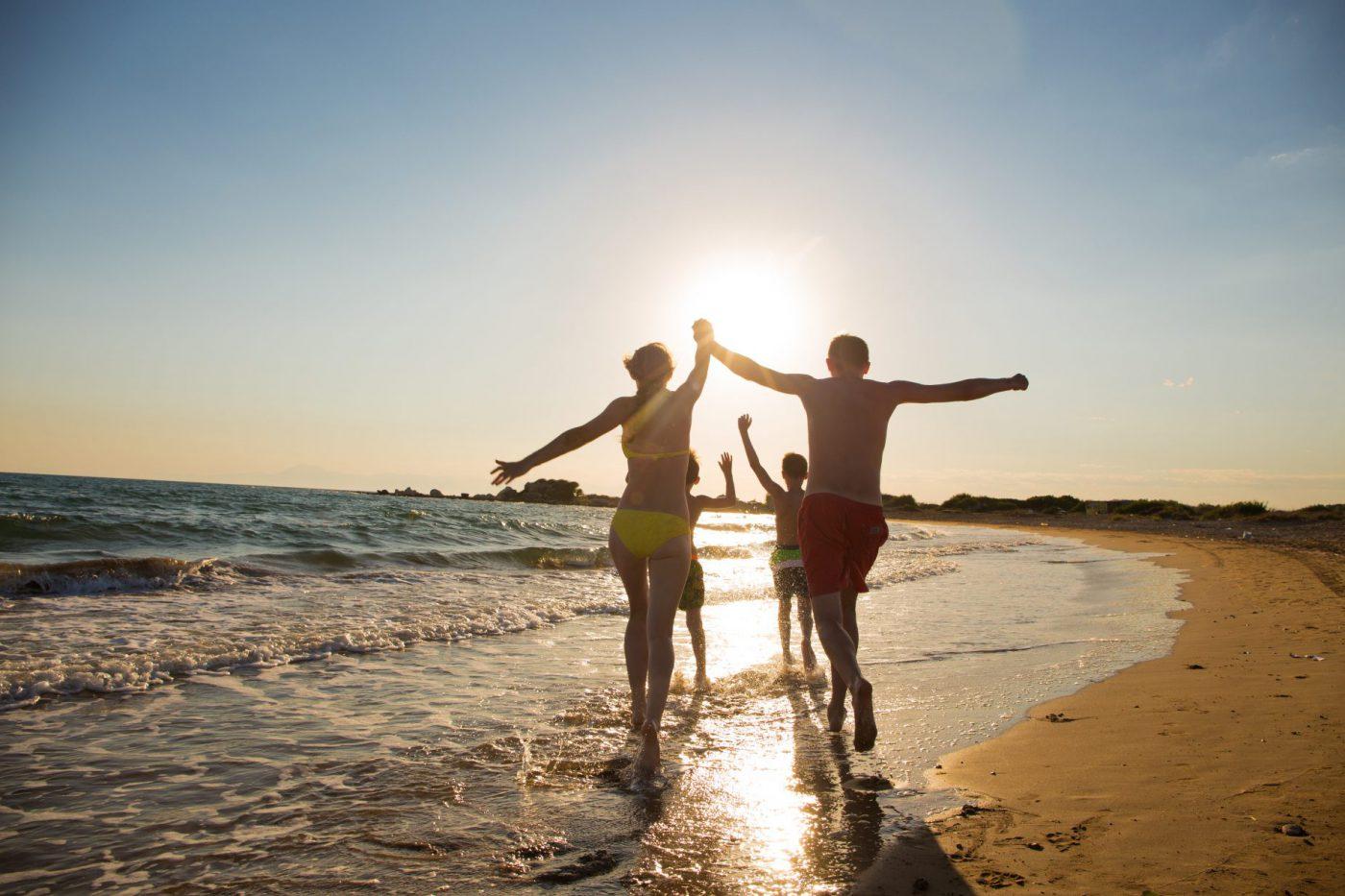 Ados famille sur la plage